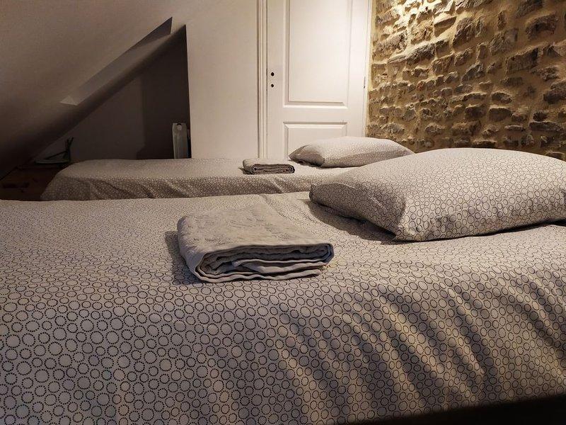 Chambre d'Hote 'En famille' à Bayeux (centre), plage du Débarquement (8km), location de vacances à Monceaux-en-Bessin