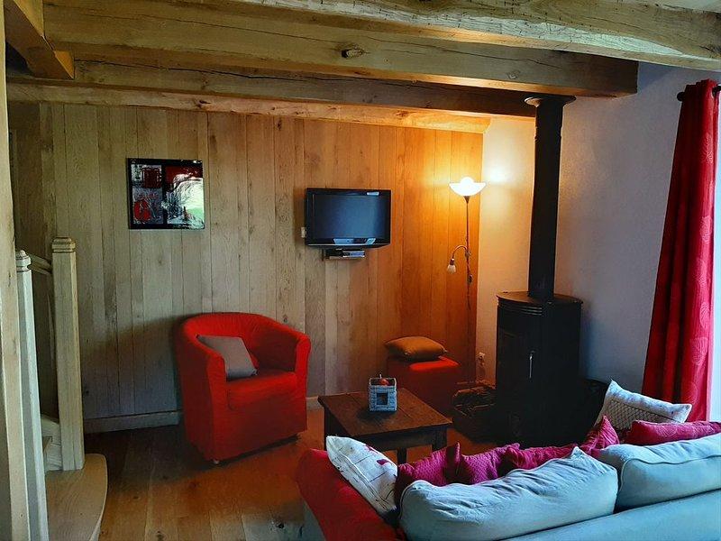 Petite grange entièrement rénovée - vue incroyable - calme assuré, vacation rental in Nauviale