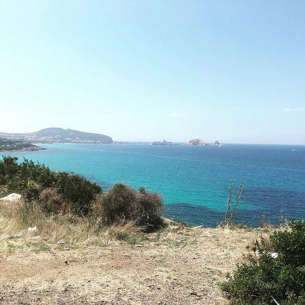 Villa Isula à 2 minutes de la plage de Lozari!, holiday rental in Urtaca