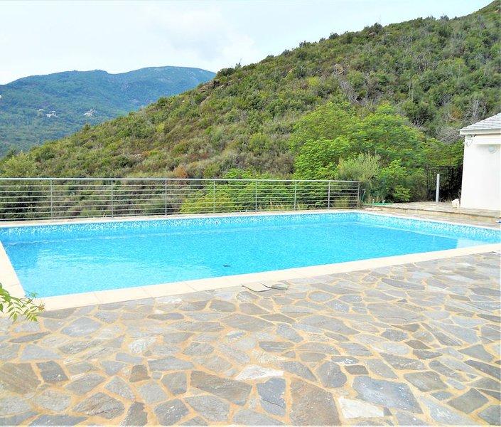Vue mer ! Très belle villa à 5 minutes de la plage �, holiday rental in Pietranera