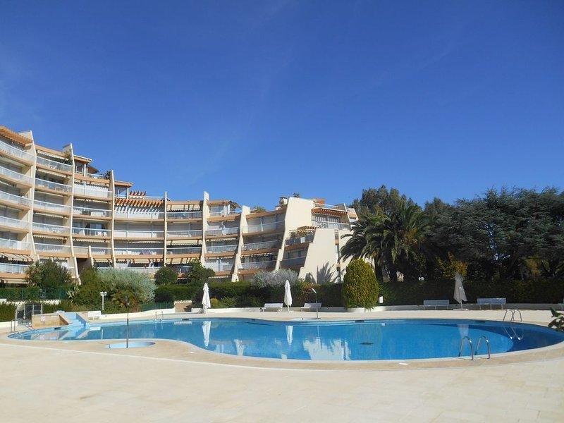 Appartement 'Le Jean Bart' avec piscine et  vue sur Cannes Marina – semesterbostad i Mandelieu-la-Napoule