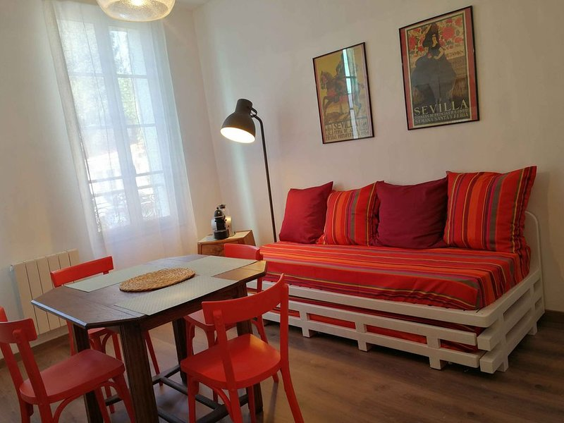 LA LOGE DU THÉATRE - SAINTES, vacation rental in Taillebourg