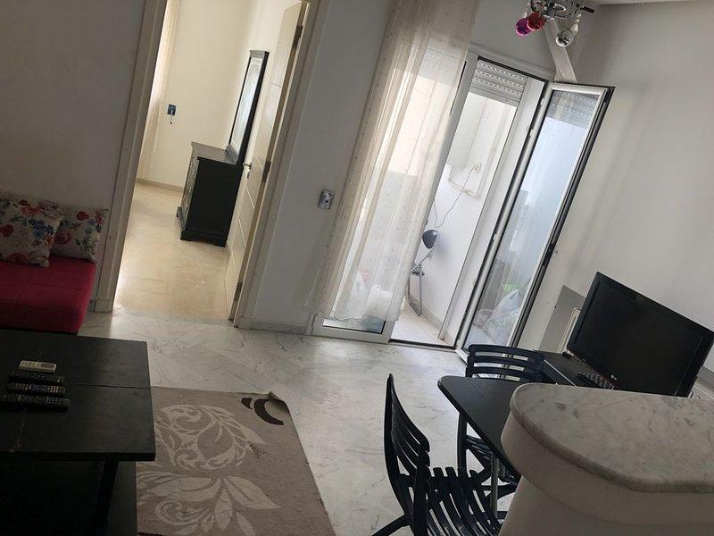 Appartement de haut standing à Ennasr, holiday rental in La Marsa