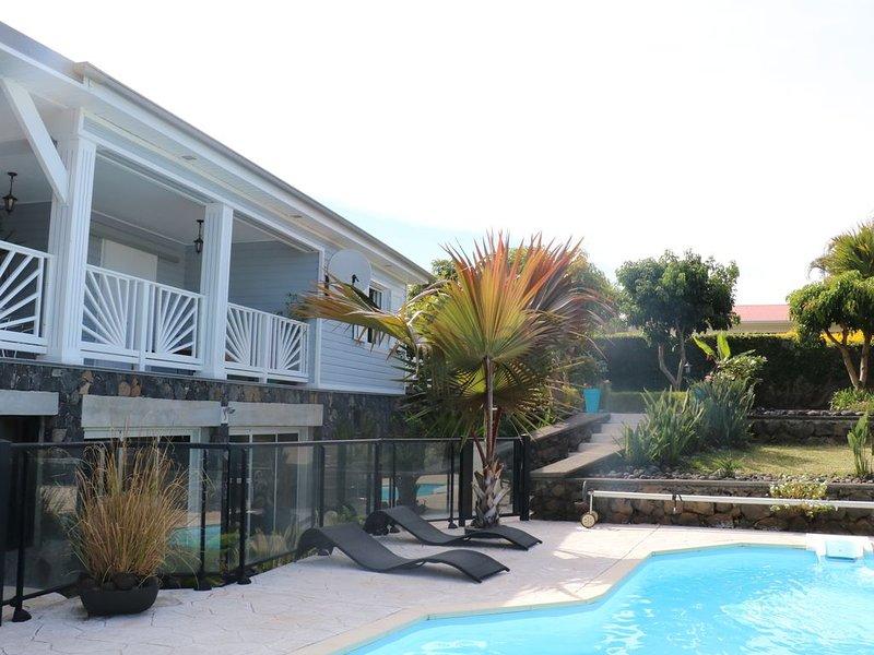 Villa de caractère avec piscine privative  'Aux Senteurs de Jasmin', location de vacances à Le Tampon