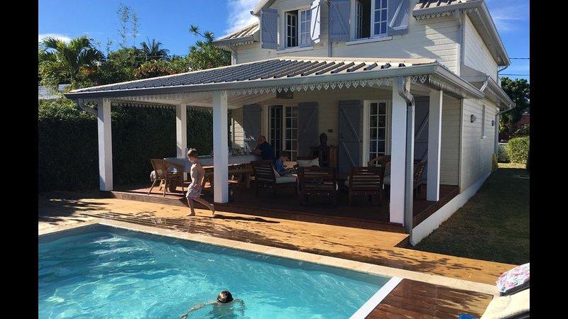 Maison familiale 3 étoiles piscine chauffée, location de vacances à Le Tampon