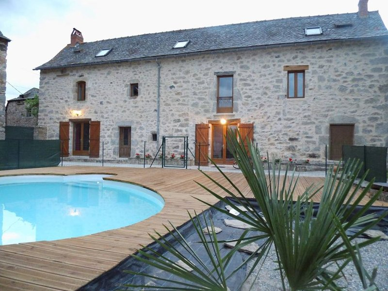 Grande maison de campagne avec piscine privée., holiday rental in La Bastide-l'Eveque
