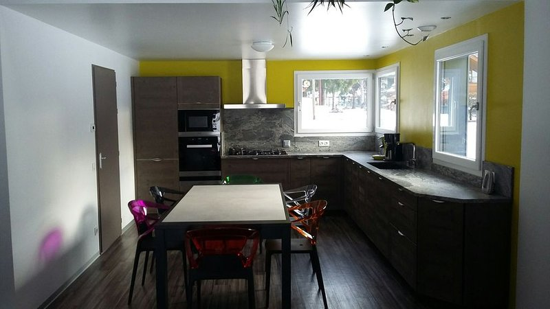 Location chalet 2 chambres dont 1 avec climatisation et WIFI., vacation rental in Gerbepal