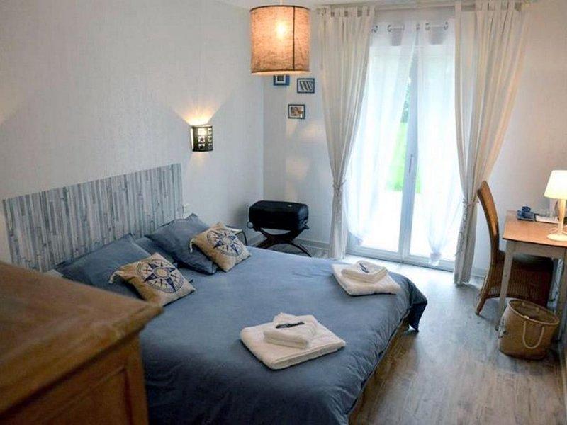 Chambres Molène pour 2 pers avec petit déjeuner, entre Perros-Guirec et Bhéhat, holiday rental in Pontrieux