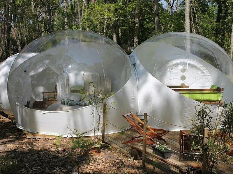 La bulle des chênes pour une nuit insolite en famille ou entre amis, holiday rental in Reignac