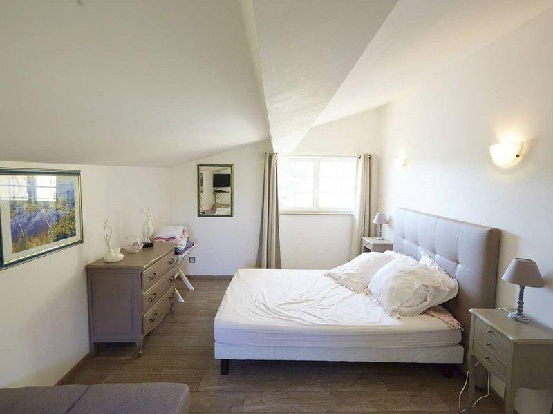 Petit gîte les deux meules, vacation rental in Saint-Etienne-De-Lisse