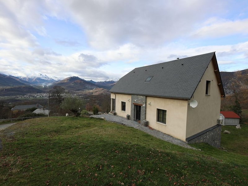 Chalet d'exception sur vue de la vallée, holiday rental in Salles