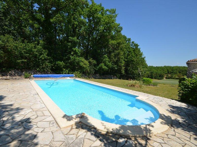Charmante maison en pierre avec piscine et jardin, location de vacances à Touffailles