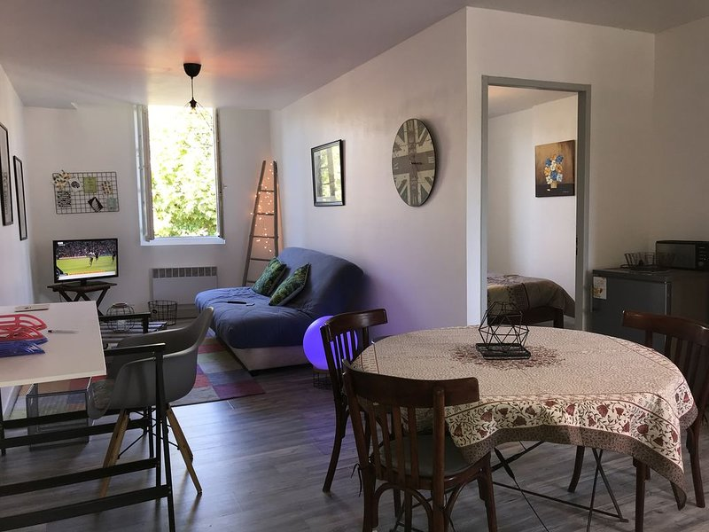 « Loft cosy » centre ville Lalinde, holiday rental in Lalinde