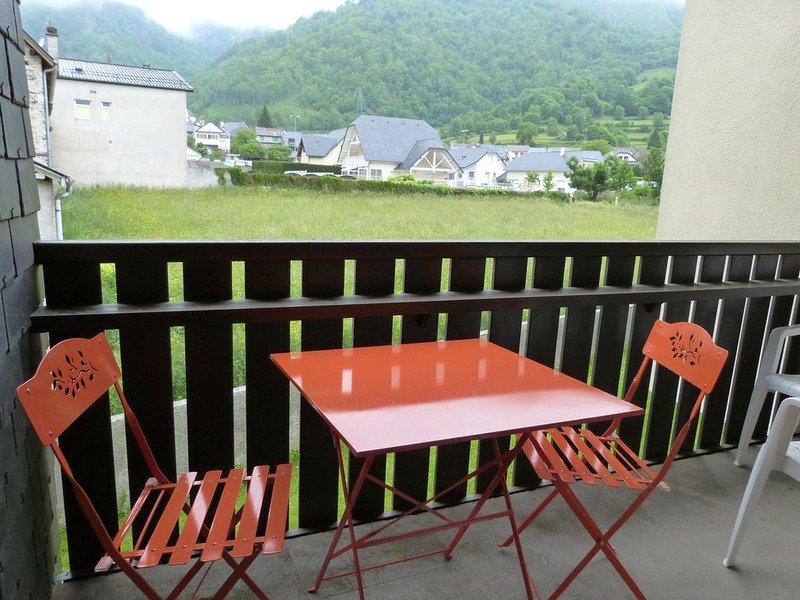 Appartement 4/6 personnes au centre du village, aluguéis de temporada em Beost