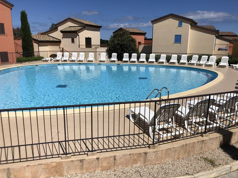 APPT 4-6 PERS PISCINE/CLIM/PLAGE A 200M/PROCHE ILE ROUSSE, holiday rental in Belgodere