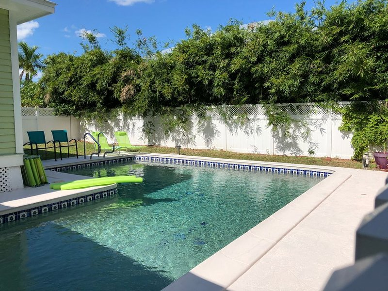 Historic Punta Gorda house with private pool sleeps 2-13, alquiler vacacional en Punta Gorda
