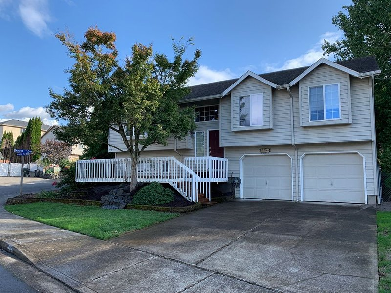 Spacious Home for your Family and Friends to Enjoy!, holiday rental in Brooks