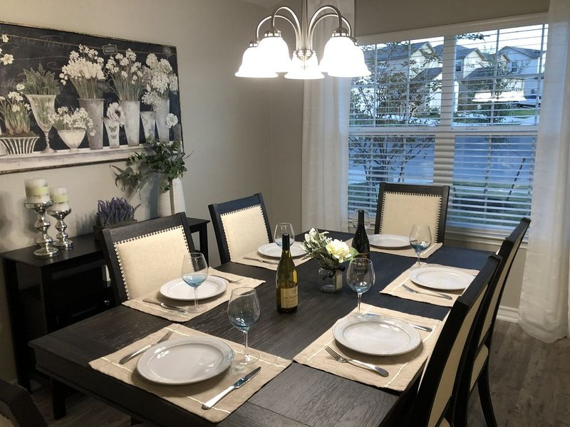 Home away from Home-Lackland Graduation *BMT*/Sea World & Six Flags Family Vaca, holiday rental in Macdona