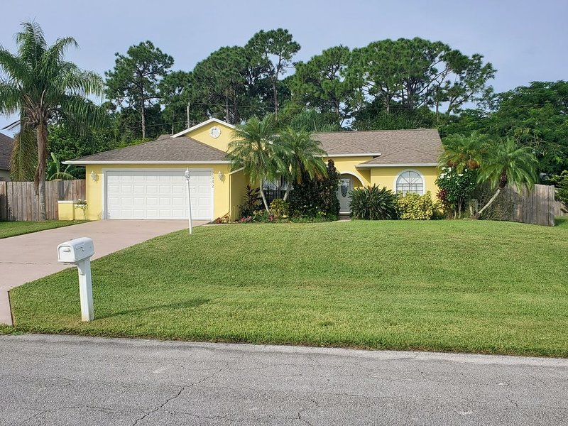 Heated pool, private setting in paradise, casa vacanza a Port Saint Lucie