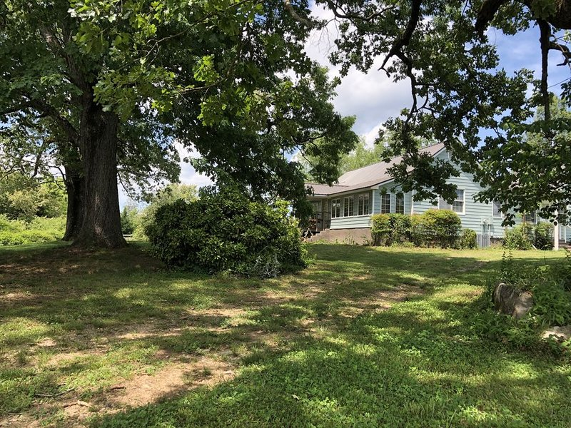 Open, spacious, private country farm house (3br/2ba), holiday rental in Demorest