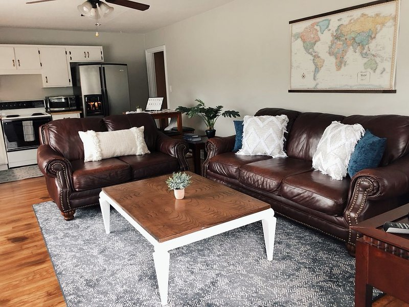 'Cozy In Cleveland!', holiday rental in Calhoun