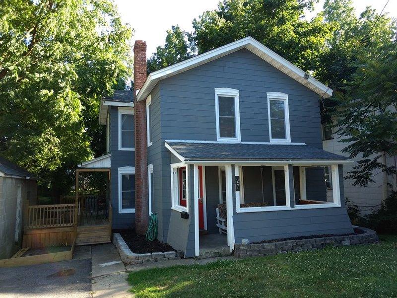 Cute and Cozy Blue House, location de vacances à Seneca Falls