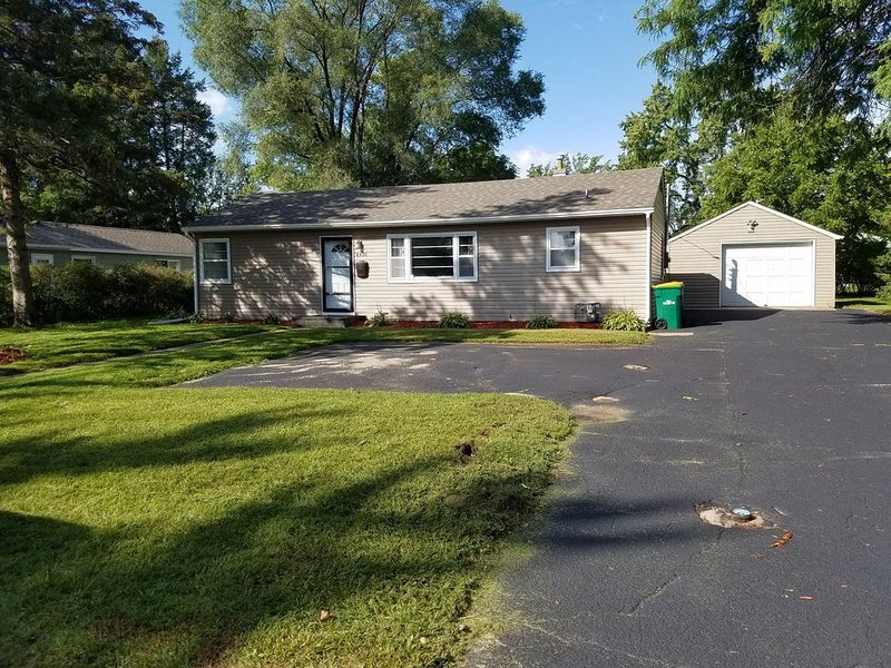 Home away from home near MOA, Airport, & Downtown!!!, vacation rental in Richfield