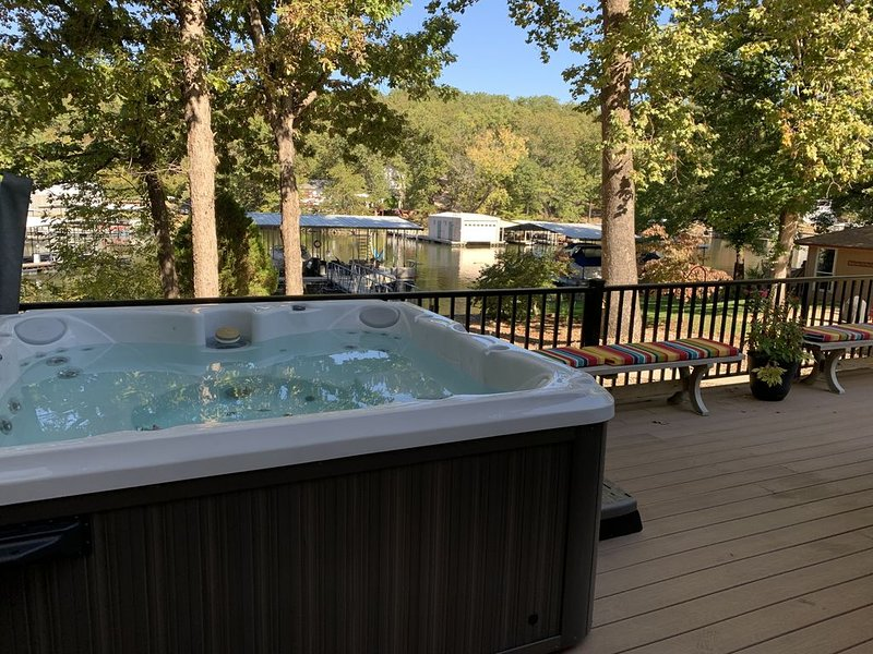 *Wow, Luxury 5BR, 4BA Edgewater Escape w/ Hot Tub!, vacation rental in Gravois Mills