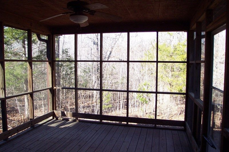 Oh Be Joyful Beautiful Lake Cottage with Water view and dock, Ferienwohnung in Clarksville