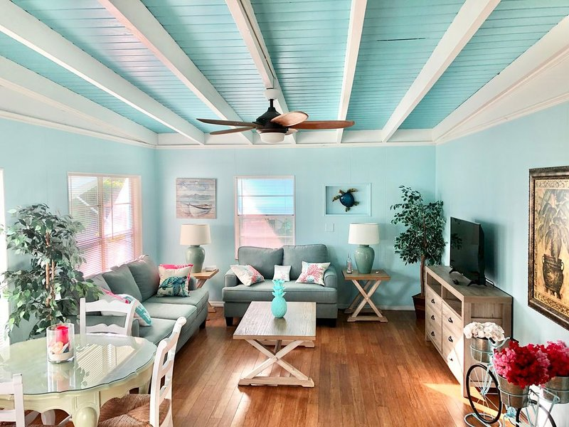 Adorable single family home 2/1, Sleeps 6, Pet Friendly, Minutes from the Beach, vacation rental in Jensen Beach