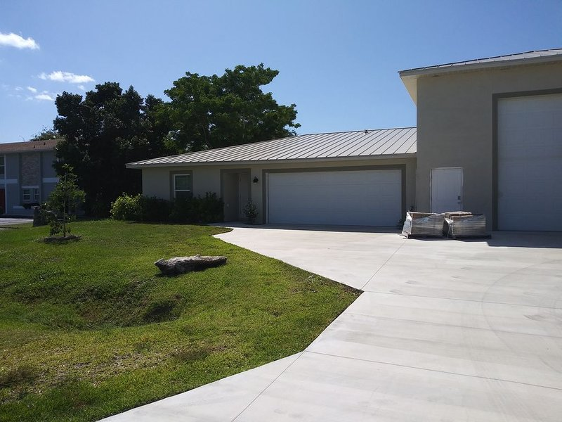 Beautiful New Large Home (1700Sq. ft. +), Near Fort Myers Beach, Sanibel, location de vacances à Iona