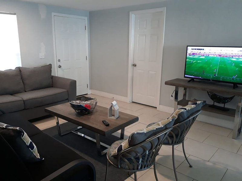 Cozy near to Busch Garden, Airport, Raymond James Stadium and more, holiday rental in Carrollwood