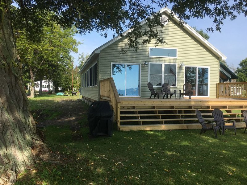 Brand New Camp Overlooking Sandy Pond, holiday rental in Orwell