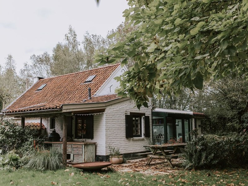 Ancient farmhouse hidden in the countryside, close to Brussels, Ghent, Antwerp, vacation rental in Flemish Brabant Province