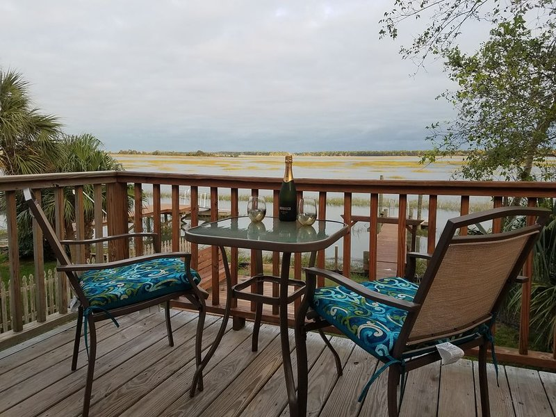 Folly Beach on Water! Minutes from downtown!, alquiler de vacaciones en James Island