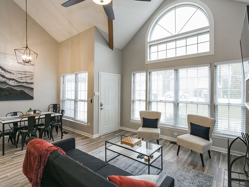 Modern Loft/ Minutes from the Airport, holiday rental in Gladeville