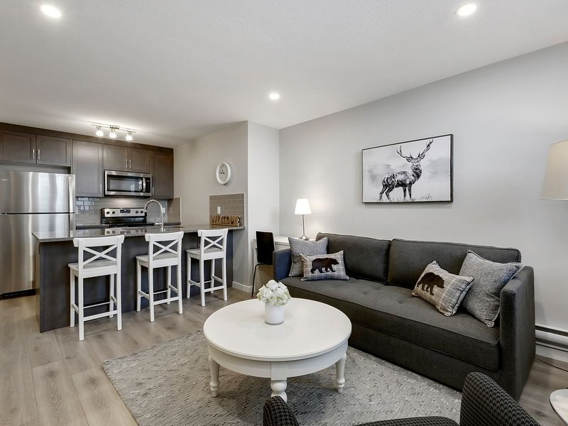 SETON Stylish & Urban 1 Bed condo, holiday rental in Foothills County