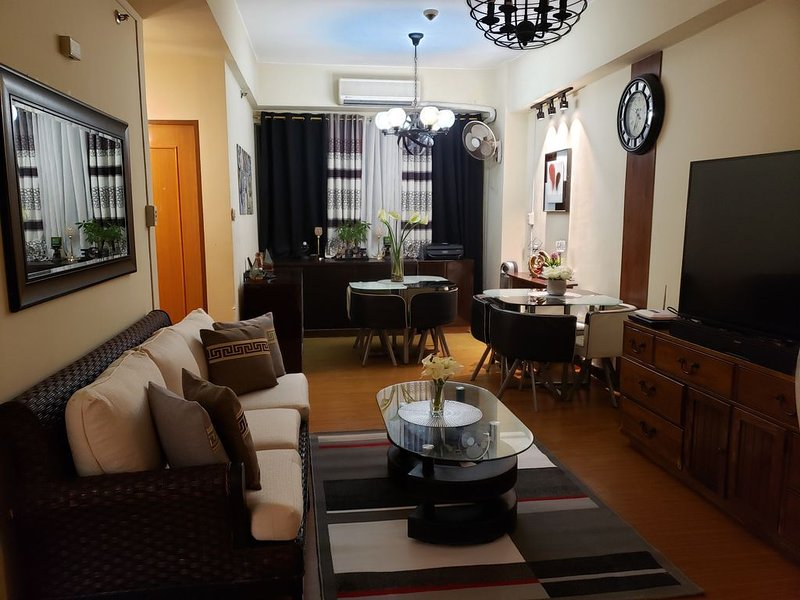 Awesome Family Getaway * Eastwood City, vacation rental in Marikina
