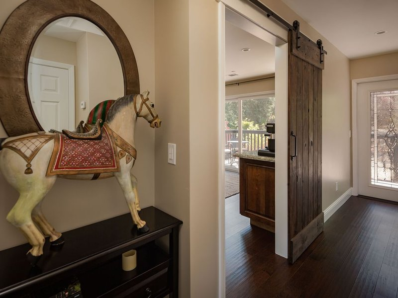 Luxury Wine Country - Upscale Rustic and Rural, holiday rental in Creston