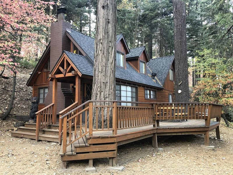 1940s Cozy, Secluded Cabin, alquiler de vacaciones en Lake Arrowhead