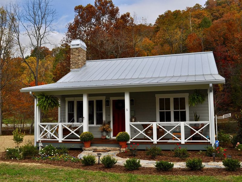 Luxury Bluebird Cottage at Living Waters, vacation rental in Bat Cave