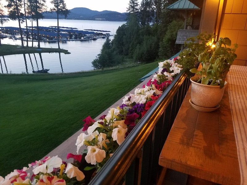 Luxury Executive Condo with Lake View, holiday rental in Worley