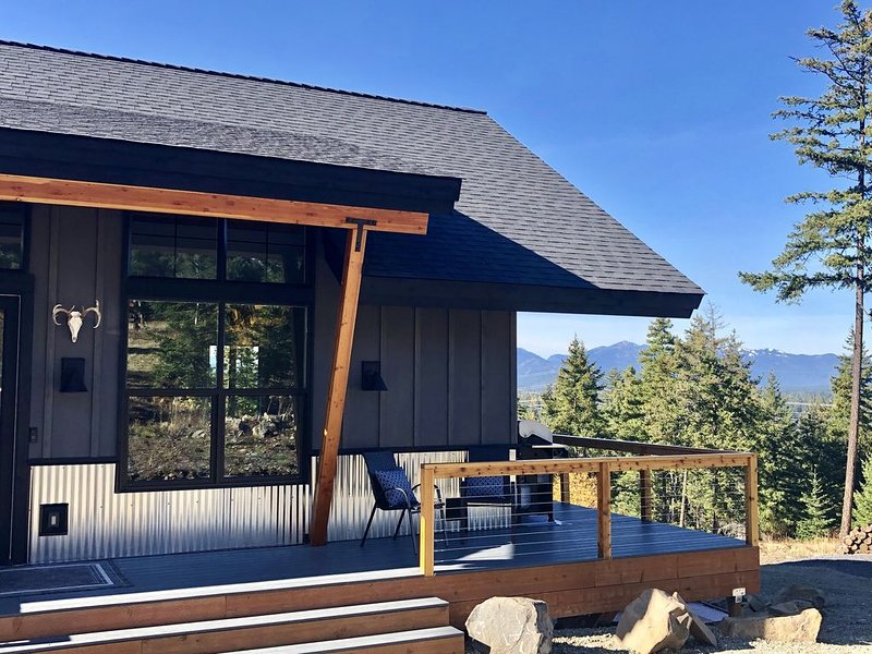 New House with a View, Hot Tub, Great for Kids and Outdoor Activities, alquiler vacacional en South Cle Elum