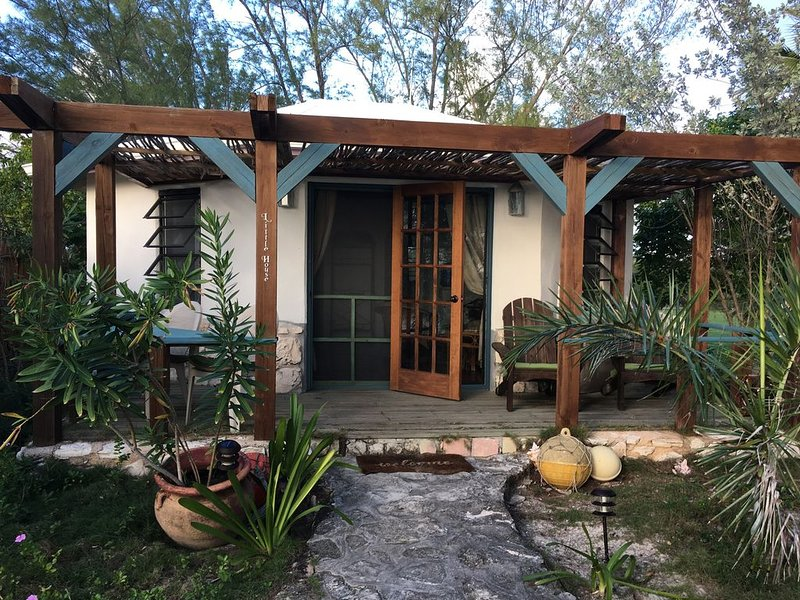 The Beautiful Little House at Pigeon Cay Club, holiday rental in Cat Island