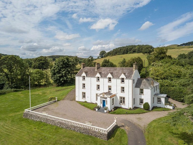 Country Mansion near St Andrews, casa vacanza a Luthrie