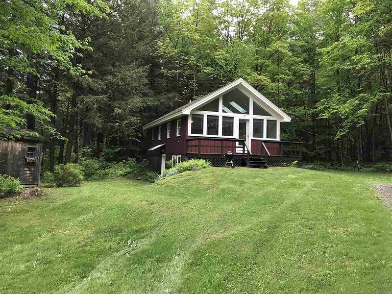 Sugarbush Chalet- close to everything, private and quiet., alquiler de vacaciones en Fayston
