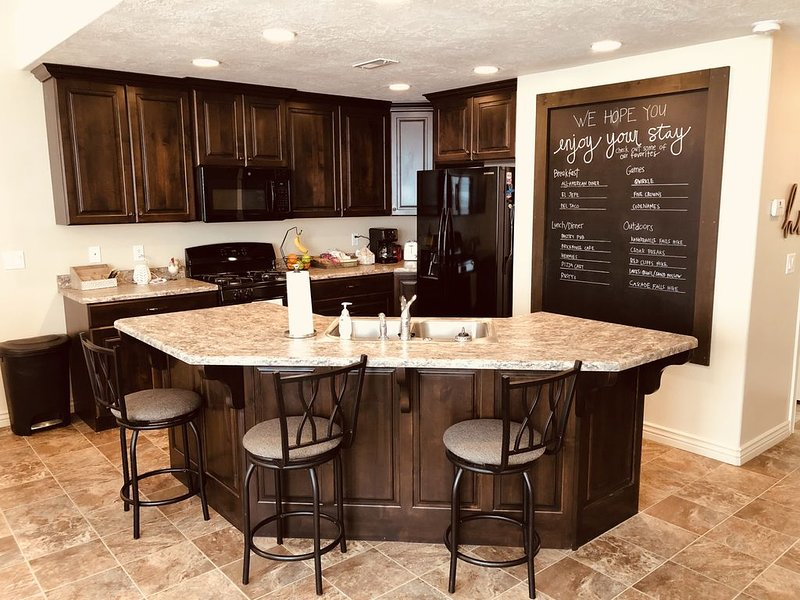Perfect Location for Southern Utah vacation! Self Check in - Sleep 10+, vacation rental in Enoch