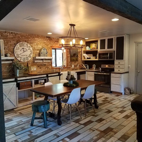 Interior Designer Farm-Style Accommodations in the Pines, vacation rental in Prescott