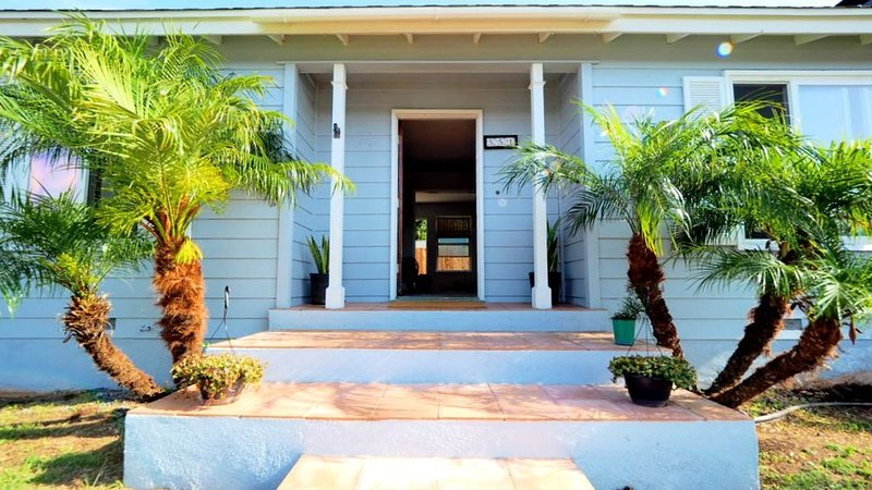 Spacious Newly Remodeled Home near bike trails and beach!, casa vacanza a Imperial Beach