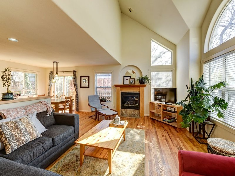 Cozy, light-filled home blocks from downtown Pearl St, hiking, and CU!, holiday rental in Eldorado Springs
